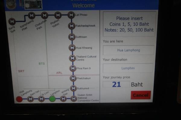 Sau khi bạn click vào điểm đến, bên góc phải sẽ hiện ra số tiền mà bạn phải trả. Theo như trong hình thì từ ga Hua Lamphong đến ga Lumpini sẽ tốn 21 baht. Ảnh: San San