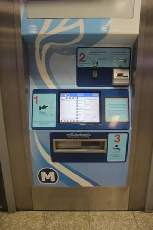 Một chiếc máy bán vé tàu điện ngầm tự động. Ảnh: San San