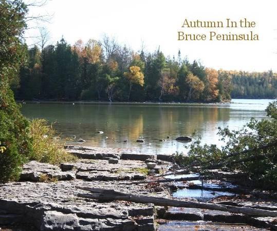Bán đảo Bruce, Ontario: Từ cuối tháng chín đến giữa tháng Mười, khu vực Vịnh Georgian này là sự kết hợp tuyệt vời của màu sắc đỏ rực và những dòng sông hiền hòa. Con đường 800 km quanh đảo là một cách tuyệt vời để du khách khám phá các màu sắc xung quanh mình.