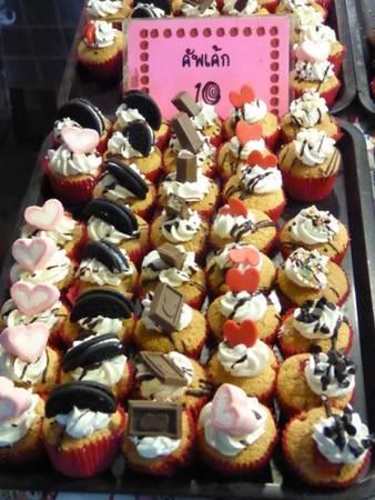 Tín đồ của các món ngọt cũng có thể tìm thấy nhiều loại bánh tại chợ Train Market.