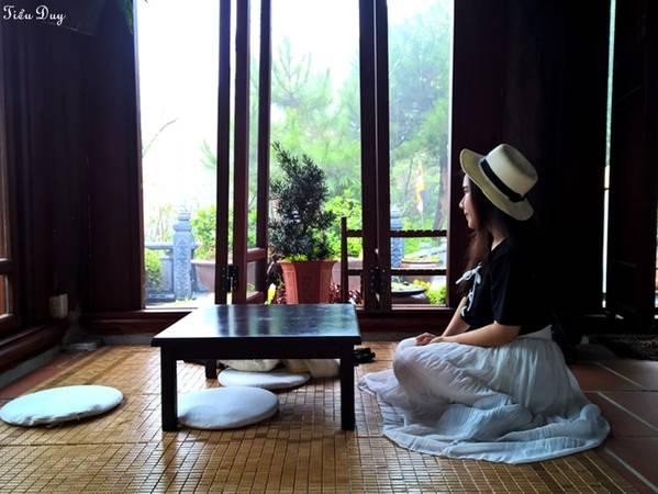 Dù là khách đến thưởng trà hay trú mưa đều cảm nhận được không gian trong lành, sự tịnh tâm và dễ chịu. Ảnh: Tiểu Duy