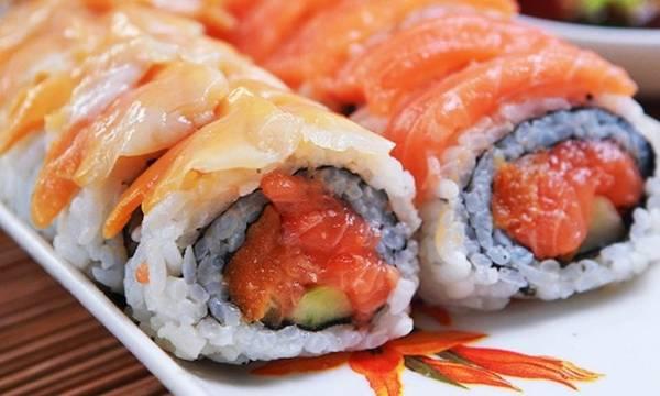 Có nhiều nguyên liệu để chế biến sushi, nhưng quan trọng nhất vẫn là cá tươi. Ảnh: Tes.