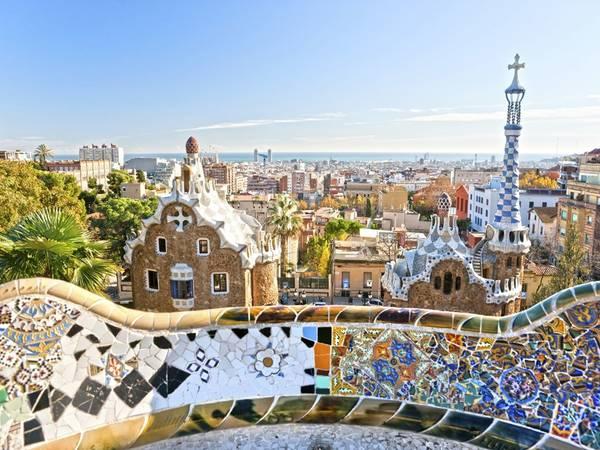 Barcelona, Tây Ban Nha: Kế hoạch của các nhà quản lý là cân bằng giữa lợi ích của du khách và dân địa phương, ra chính sách hạn chế trước khi mọi việc trở nên mất kiểm soát. Tháng 5/2016, thành phố xem xét áp dụng loại thuế du lịch mới dành cho du khách vào thành phố mà không ở qua đêm, và du khách đi tàu thuyền.