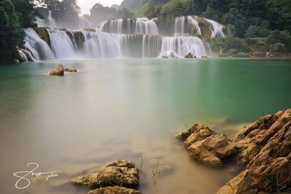 Phần thác chính rộng khoảng 100 m, cao 70 m và sâu 60 m. Nhìn từ xa, thác đổ xuống trắng xóa như dải lụa trắng.