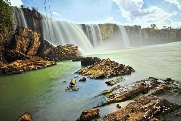 Thác Đray Nur là một địa điểm lý tưởng cho những ai muốn khám phá thiên nhiên hoang sơ và bí ẩn của vùng đất cao nguyên đầy nắng và gió.