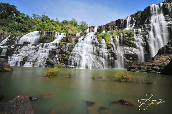Thác Pongour: Nơi này còn gọi thác Bảy tầng - ngọn thác nổi tiếng đẹp mơ màng, hoang dã nhất của Nam Tây Nguyên, thuộc huyện Đức Trọng, cách huyện lỵ 20 km và xa trung tâm thành phố Đà Lạt 50 km.