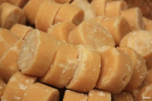 Đường thốt nốt được dùng để nấu chè đậu xanh, pha nước mắm để làm tăng hương vị.