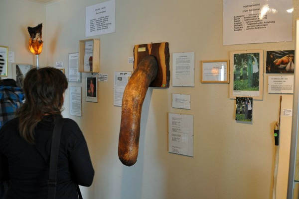 Bảo tàng mở cửa từ 10h đến 18h hàng ngày, giá vé tham quan cho người lớn khoảng 145 USD (hơn 3,2 triệu đồng), miễn phí cho trẻ em.
