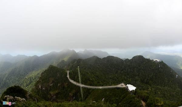 Langkawi Sky (Malaysia) là một trong số ít những cây cầu trên thế giới được xây dựng lơ lửng trên không trung, tạo cảm giác thót tim cho du khách khi tản bộ bên trên.