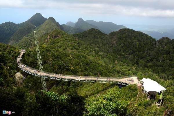 Chiếc cầu được hoàn thành và đưa vào sử dụng năm 2004, nay đã trở thành một trong những điểm thu hút du lịch không chỉ tại Langkawi nói riêng mà còn của cả Malaysia.