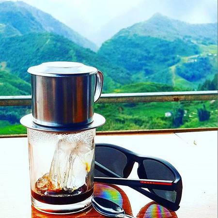"""""""Thưởng thức cà phê đá của Việt Nam và tận hưởng khung cảnh đẹp như thế này là một cách để bắt đầu ngày mới"""", Marc chia sẻ về thời gian ở Sa Pa, Lào Cai."""