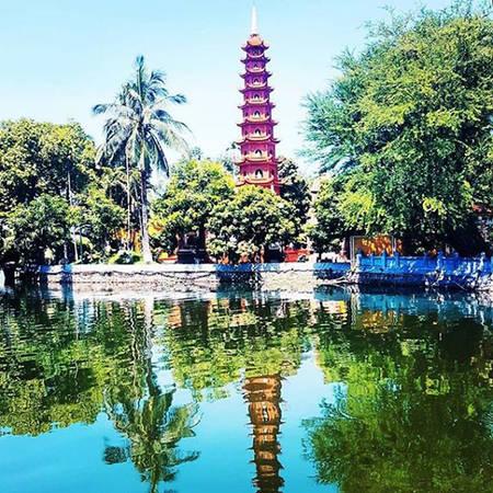 Với tiết trời đẹp, kiến trúc hài hòa và phong cảnh thơ mộng bên hồ nước, chùa Trấn Quốc là một điểm dừng mà Marc muốn giới thiệu cho bạn bè khi tới Hà Nội.