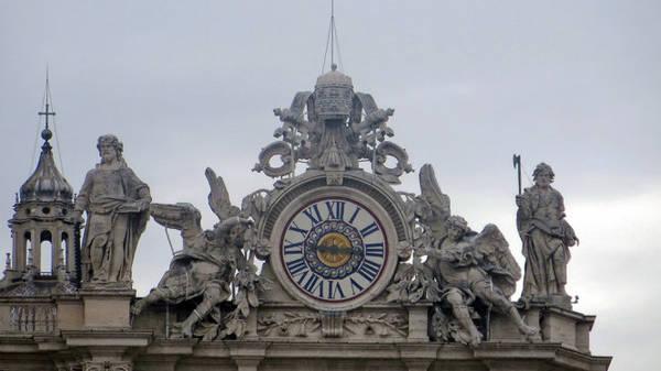 Chiếc đồng hồ ghi dấu thời gian ở Vatican - Ảnh: Kim Ngân