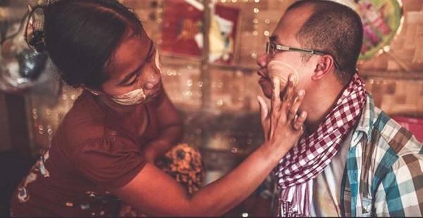 Người Myanmar nói chung hầu hết đều có làn da ngăm đen, do thời tiết nắng nóng. Đa số dùng bột thanakha bôi mặt để chống nắng.