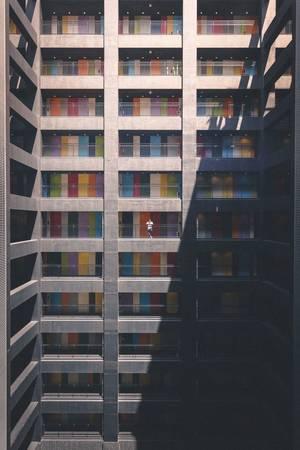 Những mảng màu khiến tòa nhà bớt phần nặng nề ảm đạm.