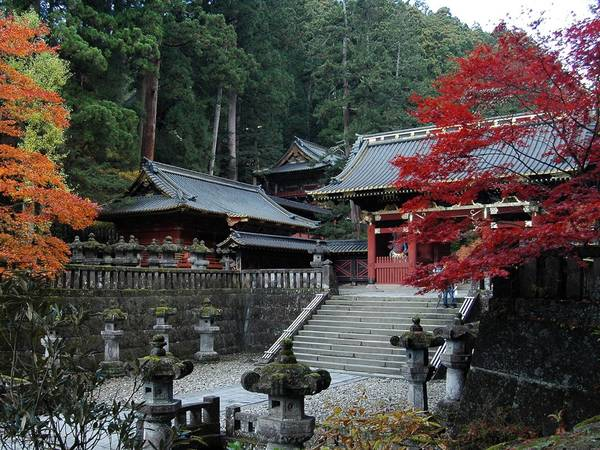 Nói đến Nikko, người hiểu lịch sử Nhật Bản liền nghĩ ngay đến Nikko Toshogu, một đền đài nguy nga nhất của xứ Phù Tang được UNESCO công nhận là di sản văn hoá thế giới vào năm 1999.