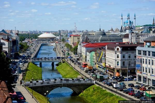 Kazan Kazan - thủ đô và cũng là thành phố lớn nhất của Cộng hòa Tatarstan, thành phố lớn thứ 8 tại Nga, nằm ở hợp lưu hai sông Volga và Kazanka. Nơi này trong suốt nhiều thế kỷ, các truyền thống văn hóa Hồi giáo và Cơ đốc giáo cùng tồn tại và bổ sung cho nhau. Ảnh: pinterest.
