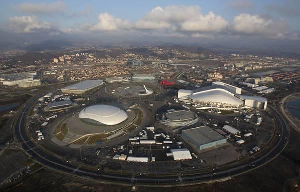 """Sochi Sochi - """"thủ đô nghỉ dưỡng"""" với khí hậu bán nhiệt đới duy nhất ở Nga, còn được gọi là """"viên ngọc bên bờ biển Đen"""". Thành phố này nổi tiếng đặc biệt sau khi đăng cai tổ chức Thế vận hội Olympic mùa đông 2014. Sochi cũng là nơi diễn ra các trận đấu vòng loại của World Cup 2018. Trong hình là công viên Olympic. Ảnh: darkroom."""