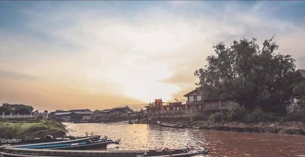 Hồ Inle là một hồ nước ngọt ở bang Shan, Myanmar. Đây là một địa điểm du lịch nổi tiếng của Myanmar.