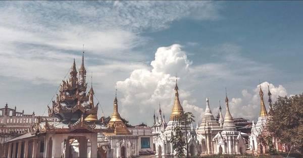 Tại đây, du khách có thể đến thăm chùa Phaung Daw Oo, và một số ngôi chùa khác mang đậm nét văn hoá Phật giáo vùng Shan.