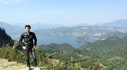 Hồ Ba Khan nhìn từ trên cao. Ảnh. Đỗ Thảo