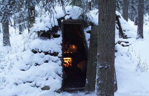 """Kolarbyn được biết đến là nơi có truyền thống lâu đời về làm than. """"Nơi này các công nhân đã xây những túp lều mộc nhỏ để ngủ lại vào mùa đông khi họ khai thác gỗ và đốt than củi để sản xuất sắt. Sau đó một số người muốn gìn giữ nghề truyền thống làm than này nên đã quyết định tái tạo những túp lều để du khách có thể đến trải nghiệm"""", Ahlsen nói."""