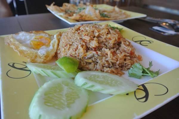kham-pha-khu-foodcourt-ngon-bo-re-khong-phai-ai-cung-biet-o-bangkok-ivivu-11