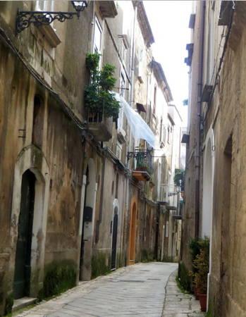 Những con hẻm ở phố cổ - Ảnh: KIM NGÂN