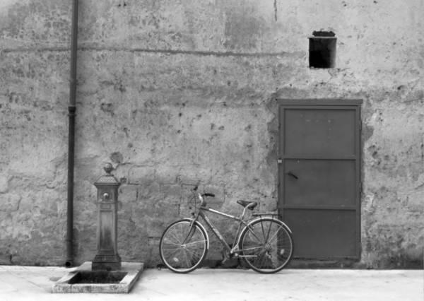 Xe đạp trên phố cổ - Ảnh: KIM NGÂN