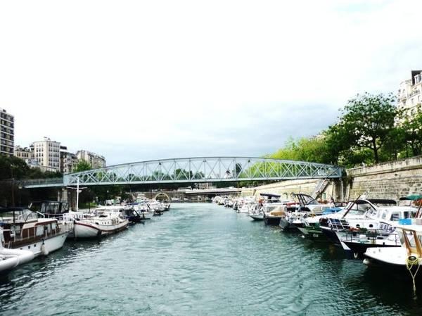 Arsenal, một cảng thương mại cũ được chuyển đổi thành cảng giải trí của Paris từ năm 1983. Bên cạnh cảng Arsenal là Nhà hát opera Bastille mới. Đây là một chặng dừng trong hành trình du thuyền trên kênh Saint-Martin - Ảnh: coccinelles