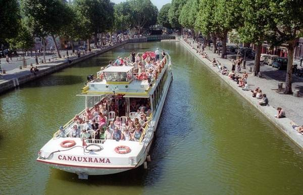 Ngắm Paris từ du thuyền trên kênh Saint-Martin - Ảnh: wp