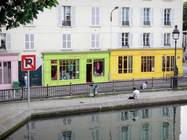 Các cửa hàng đầy màu sắc ở bến cảng Valmy cặp theo kênh Saint-Martin - Ảnh: wp