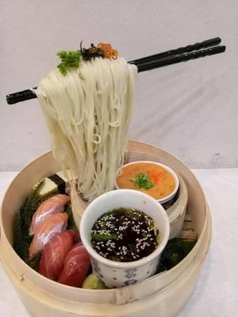 Mì bay là sự kết hợp ẩm thực Nhật Bản và Singapore. Ảnh: Thiên Du.