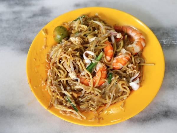 Mì trộn không có nước dùng. Món ăn này làm từ mì gạo hoặc mì trứng nấu trong nước dùng hải sản, thêm tôm, mực, thịt heo và mỡ. Người Singapore thường cho thêm sốt ớt để kích thích vị giác khi thưởng thức món ăn.