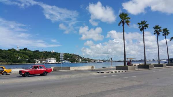 Một góc thủ đô La Habana xinh đẹp và thanh bình - Ảnh: CHÁNH HƯNG