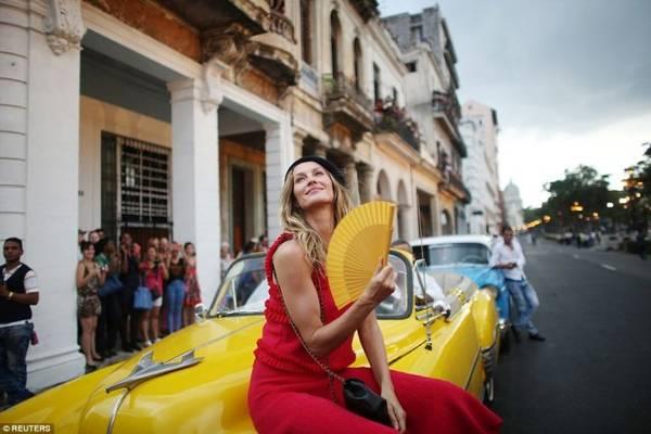 Siêu mẫu Gisele Bundchen đến La Havana tham quan vá trình diễn thời trang - Ảnh; Reuters