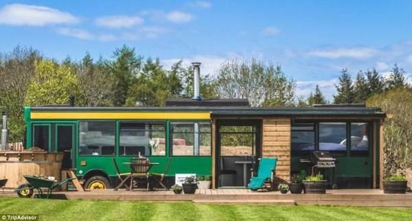 The Bus Stop, East Lothian, Scotland: Tới vùng cao nguyên của Scotland, du khách có thể nghỉ trong chiếc xe bus được cải tạo rộng rãi và tiện nghi này.