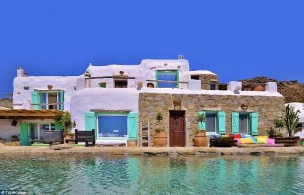 Mykonian Passion, Mykonos, Hy Lạp: Biệt thự Mykonian Passion có nội thất và các chi tiết rực rỡ sắc màu, trái với màu trắng tinh khiết bên ngoài. Khách được sử dụng bể bơi vô cực dài 20 m.