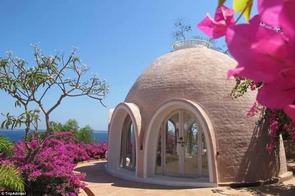 Biệt thự WisDome, Lombok, Indonesia: Biệt thự mái vòm ấn tượng này nằm trên đảo Lombok và có các phòng ngủ với giường hình tròn.
