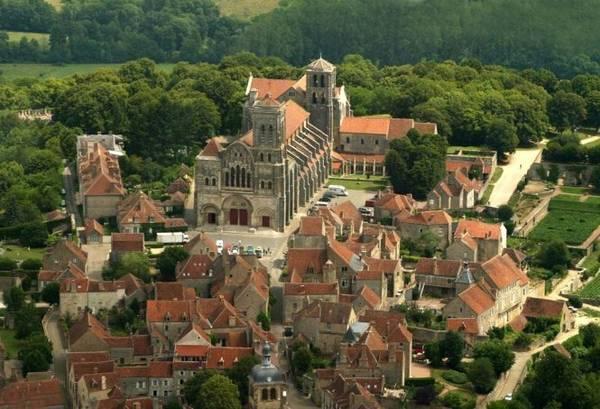 Vương cung thánh đường Marie-Madeleine, kiệt tác kiến trúc ở Vezelay - Ảnh: wp