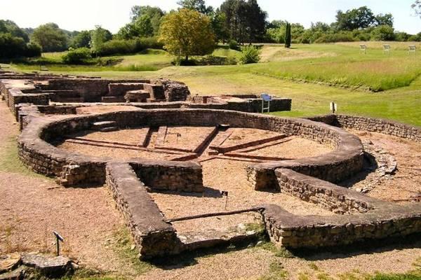 Vết tích các nhà tắm công cộng ở khu vực đài nước muối duy nhất ở châu Âu có tuổi đời hơn 4.000 năm tại ngoại vi Vezelay - Ảnh: wiki