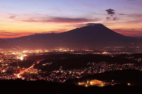 10. Công viên Iwayama (Iwate): Ban đầu, nơi đây có tên là công viên Fuchi, mở cửa năm 1970. Sau đó, một đài quan sát được xây dựng, cho cái nhìn ngoạn mục về thành phố Morioka lân cận.