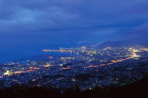 13. Đài quan sát Gujo (Ehime): Nhờ độ cao, đài quan sát Gujo có góc nhìn tuyệt đẹp, rộng 180 độ về thành phố dưới chân tháp.