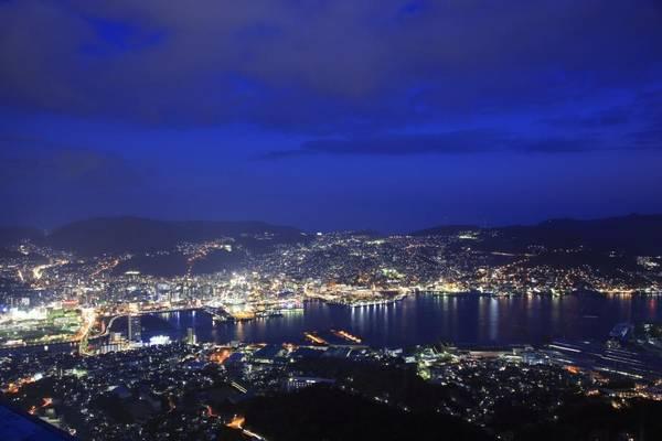 4. Inasayama (Nagasaki): Đây là ngọn núi thu hút khách du lịch nổi tiếng nhất ở Nagasaki. Từ độ cao 333 m so với mực nước biển, du khách có thể thấy toàn bộ cảng của thành phố này.