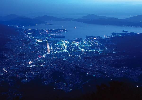 8. Haigamine (Hiroshima): Pháo đài cổ trên đỉnh núi Haigamine (cao 737 m so với mặt nước biển) là điểm đến được cư dân địa phương yêu thích để ngắm thành phố.