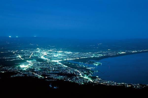 9. Kamafuse (Aomori): Đây là ngọn núi nằm ở điểm cực Bắc của Honshu, một hòn đảo lớn của Nhật Bản. Khi đã đi lên đến đỉnh, du khách có thể nhìn thấy cả những hòn đảo lân cận ở Hokkaido.