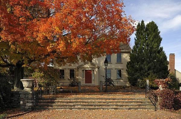 Vườn bách thảo Tower Hill, Boylestown, Massachusetts: Rộng 53 ha, vườn bách thảo ở Tower Hill có những lối đi tuyệt vời để tận hưởng không khí trong lành của mùa thu. Bạn chắc chắn sẽ rất thích thú với 119 cây táo có từ trước thế kỷ 20 ngay lối vào của khu vườn.