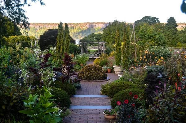 Wave Hill, Riverdale, New York: Nằm ở khu Bronx và nhìn ra sông Hudson, Wave Hill có thể được coi là một trong những khu vườn đẹp nhất vào mùa thu. Cảnh này có lẽ là bằng chứng đủ sức thuyết phục bạn.