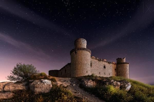 Castillo de San Servando, Tây Ban Nha:  Lâu đài Castillo de San Servando nằm ở tỉnh Toledo, Tây Ban Nha và được một quý tộc địa phương xây dựng vào thế kỷ 15. Các lâu đài ở Tây Ban Nha được xây dựng với mục đích phòng thủ. Ngày nay, khoảng 2.500 lâu đài ở quốc gia này có hình dáng giống pháo đài.