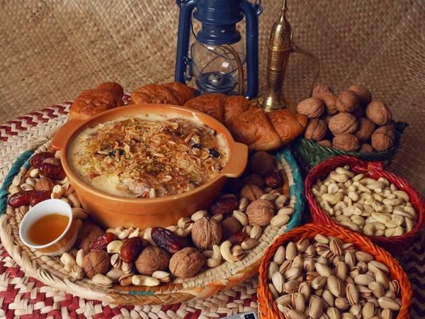 Om ali (Ai Cập): Om ali là phiên bản Ai Cập của món pudding bánh mì, được làm từ bột bánh ngàn lớp, sữa, đường, vani, nho khô, bột dừa và nhiều loại hạt.